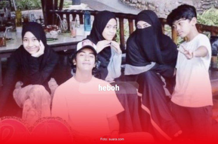 Quality Time Bersama Keluarga, Caption Umi Pipik Jadi Sorotan