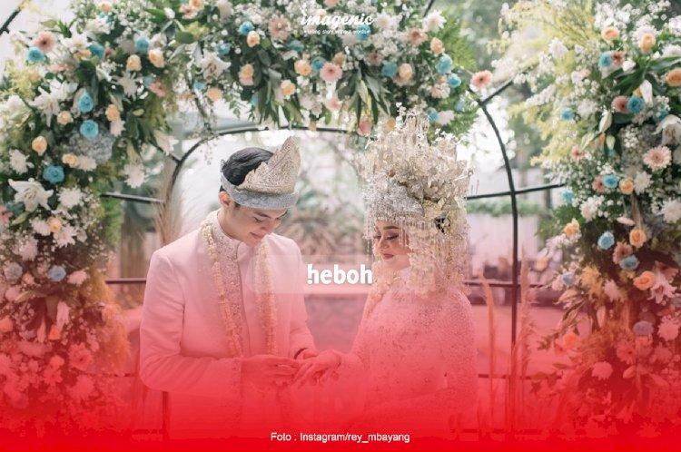 Lagu Kisah Cinta Rey Mbayang dan Dinda Hauw Trending di Youtube