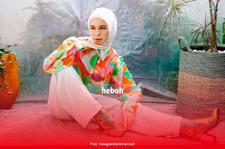 Intip Gaya Fashion Tantri Namirah yang Nyentrik Abis!